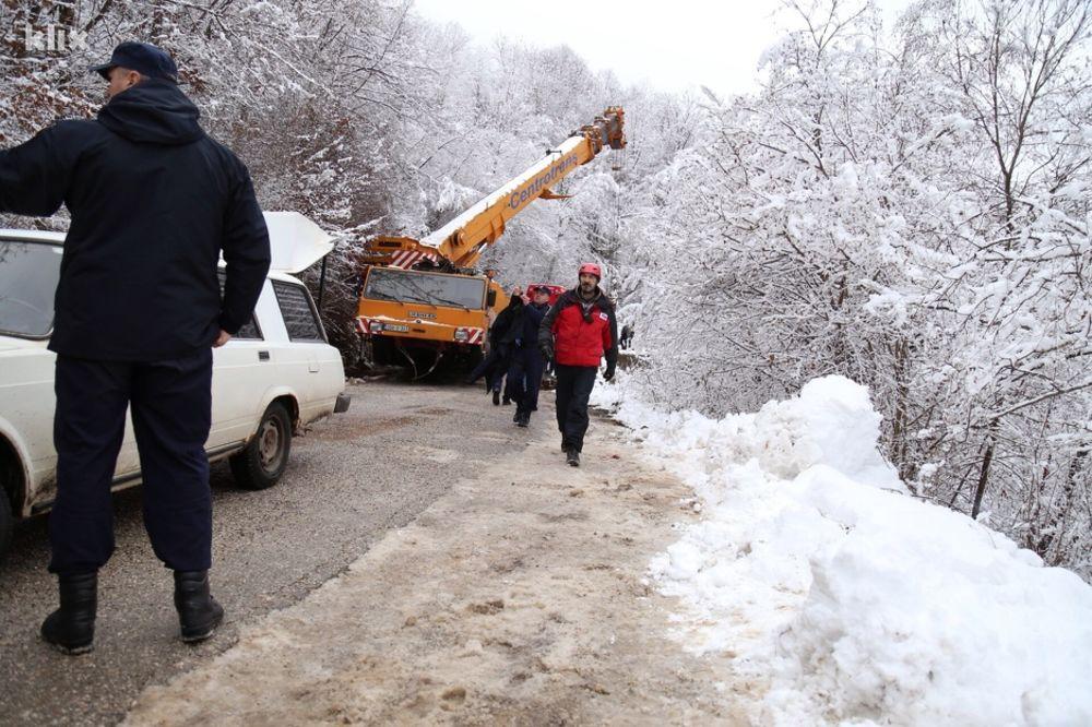 POČELO IZVLAČENJE TELA NASTRADALIH: U nesreći poginule dve Crnogorke i državljanka BiH