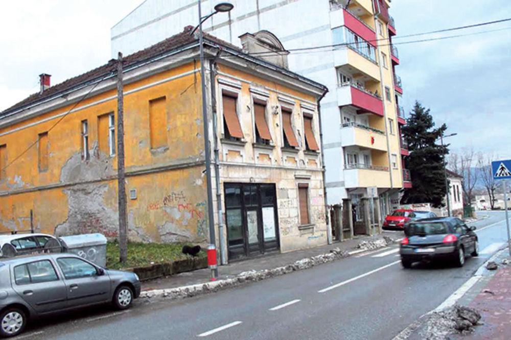 Sporna kuća... Jedan deo je pripadao Miodragu, a drugi Ljubomiru
