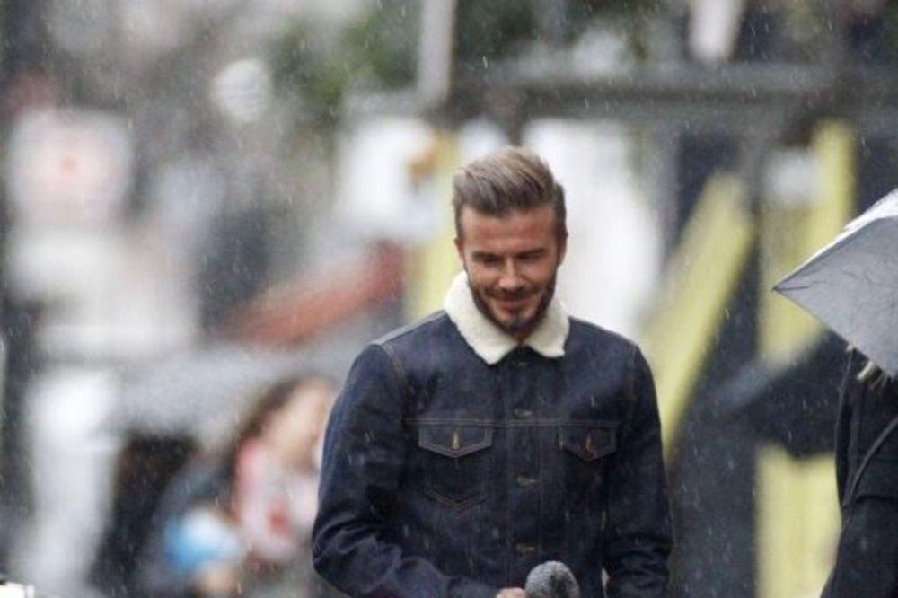 (FOTO) BEKAM SA SVOJOM MEZIMICOM: Ova šetnja kišnim Londonom mnoge je raznežila
