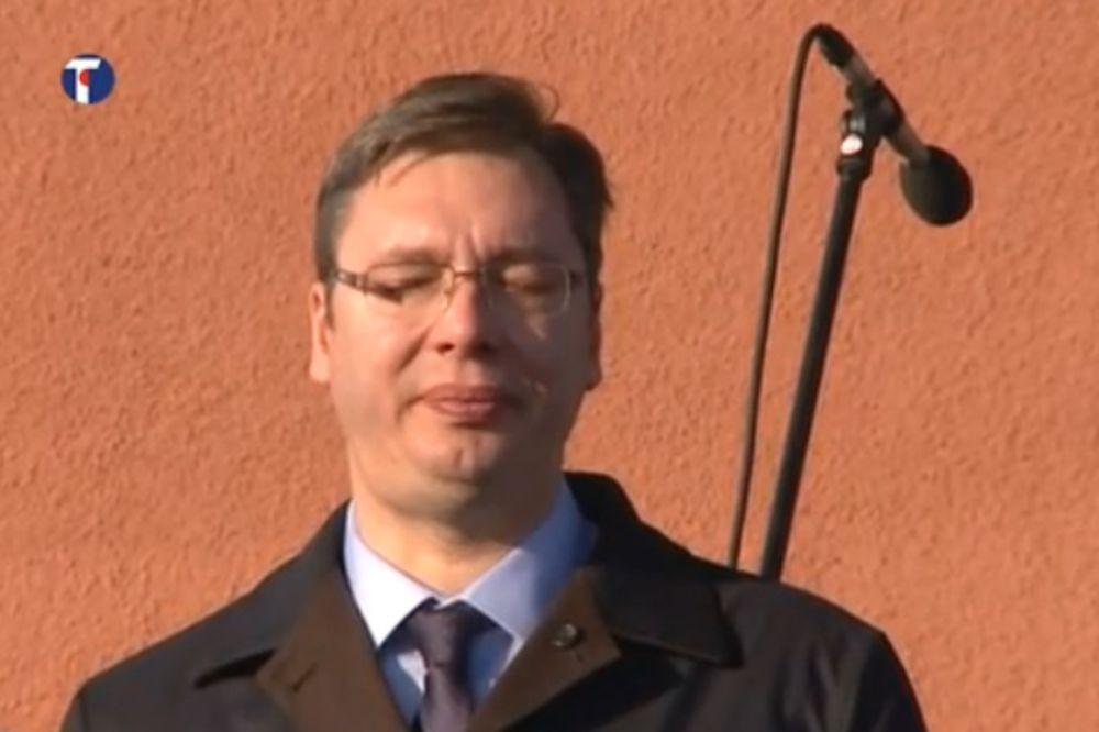 (VIDEO) PREMIJER NA KOSOVU: Vučićeve suze kod spomenika kralju Milutinu