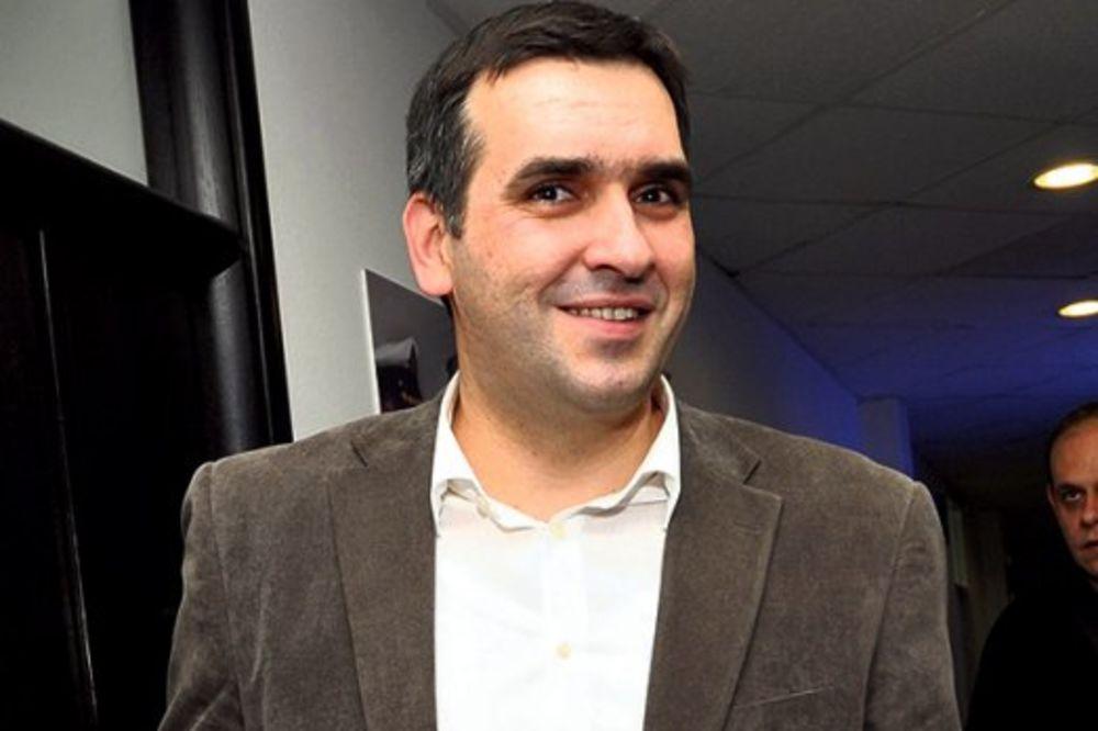 VERKOV RAT SMEĆEM Nikolić: Komunalnim udarom pokušava da se vrati na vlast