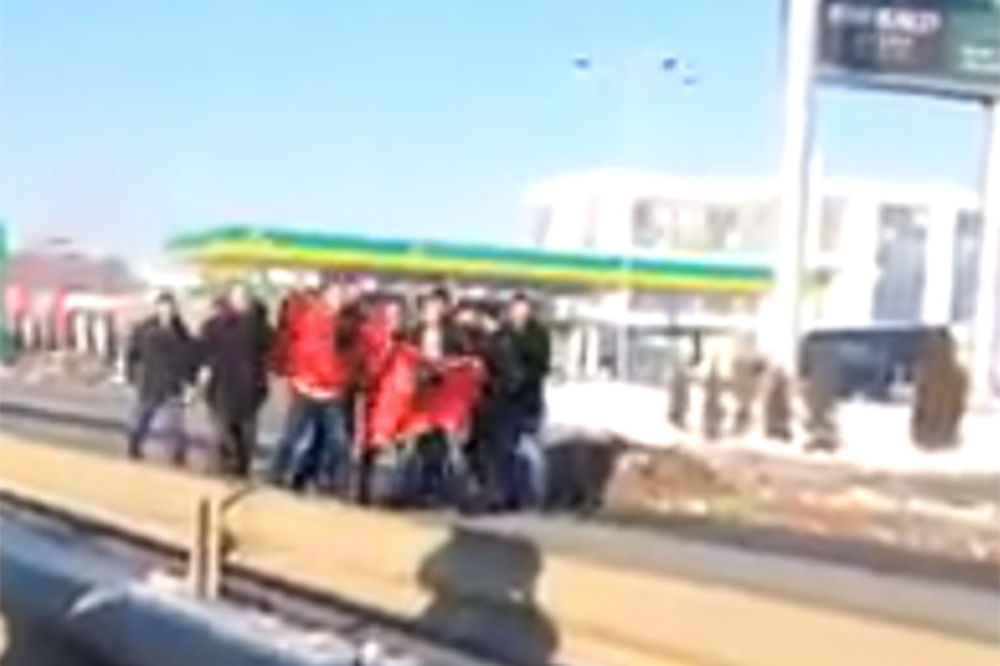 EKSKLUZIVNI SNIMAK: Pogledajte napad Albanaca na Vučićevu kolonu na Kosovu!