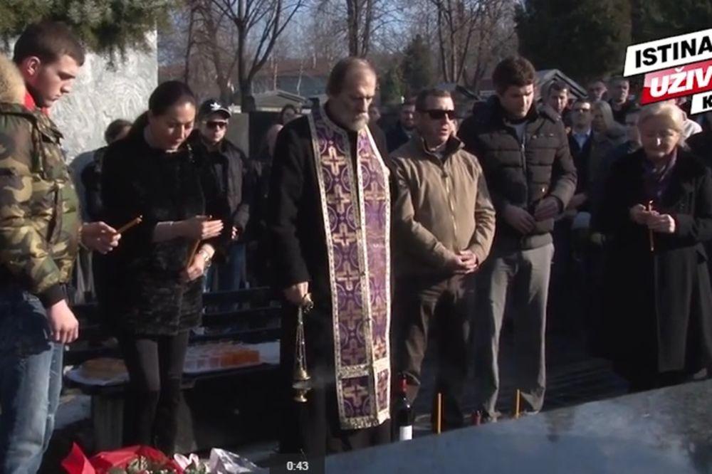 (KURIR TV) 15 GODINA OD UBISTVA: Ceca, deca i veterani dali pomen Željku Ražnatoviću Arkanu!