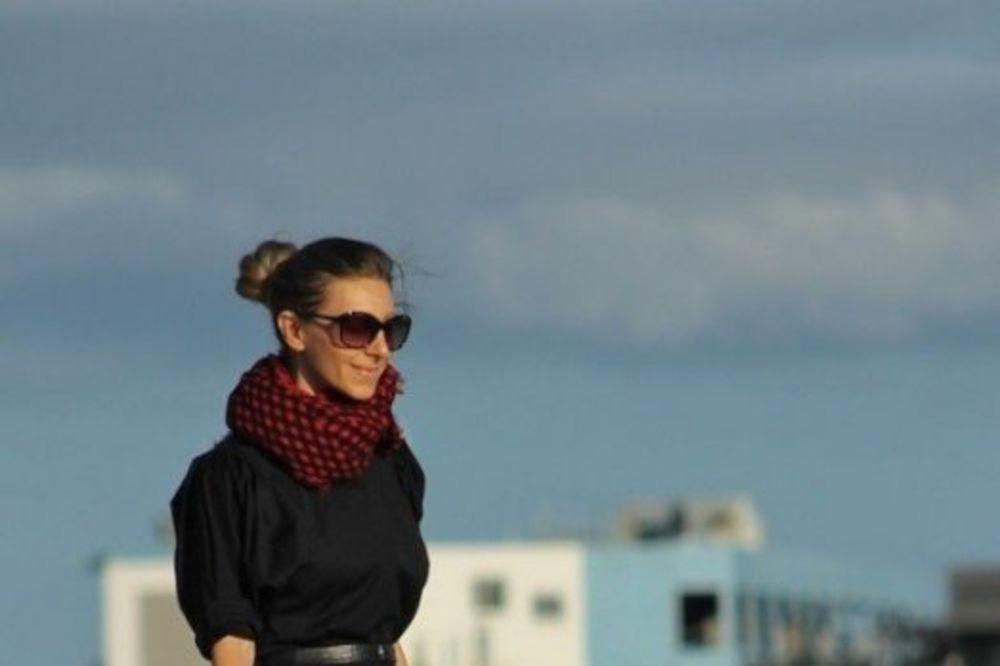 (FOTO) OBAVEZNA LEKCIJA ZA DEVOJKE: 10 načina da nosite haljine u hladnim danima