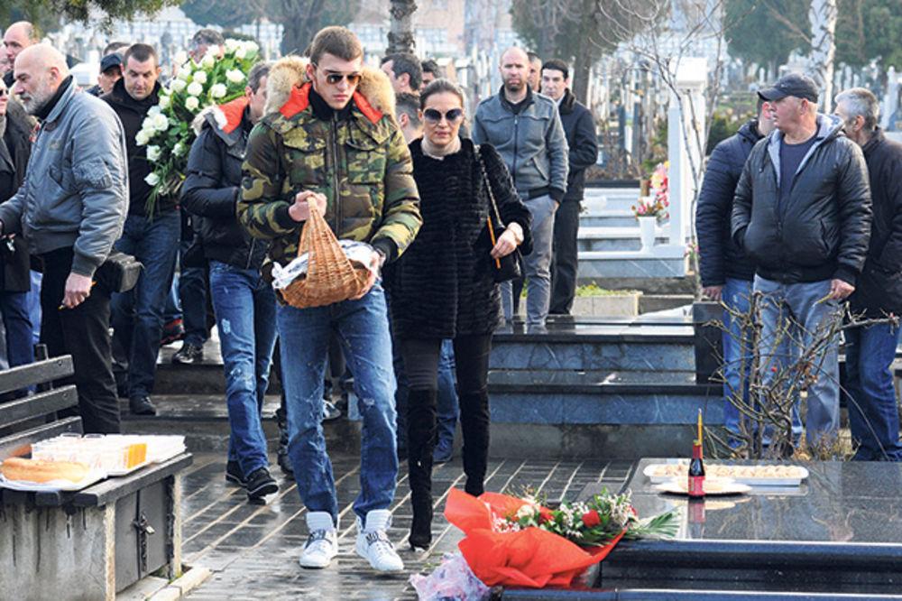 SKANDAL NA POMENU: Arkanova sestra napala Cecu na Željkovom grobu!
