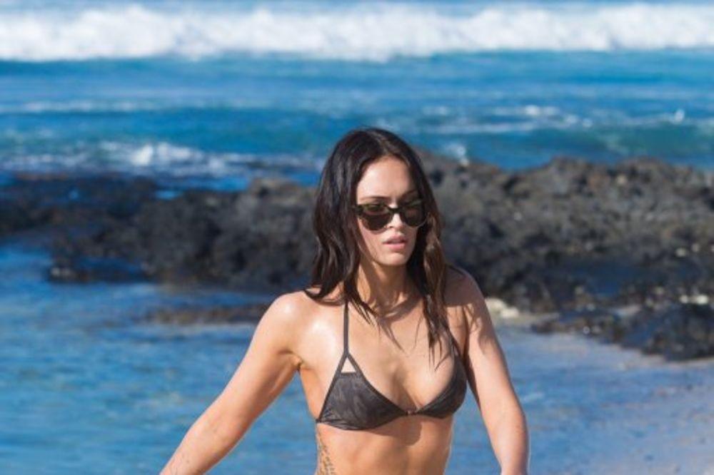 ONA JE MAJKA DVA SINA: Kad se Megan Foks pojavi na plaži svi pogledi su uprti u nju