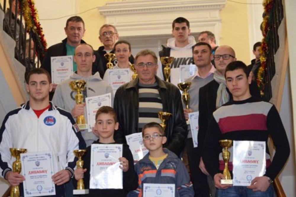Pehari i diplome za najbolje sportiste Aleksinca