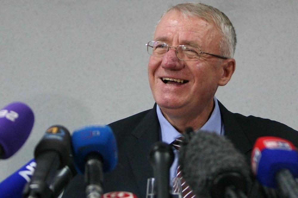 U AKCIJI: Šešelj traži vanredne parlamentarne izbore u Srbiji