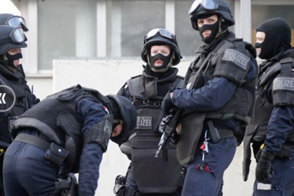 RAZORUŽANI U AUSTRIJI: Američki vojnici hteli da prošvercuju oružje u Ukrajinu!