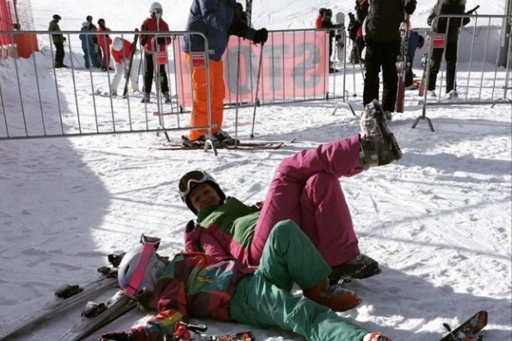 SNEŽNI ODMOR: Goca Tržan digla sve četiri na skijanju u Austriji!