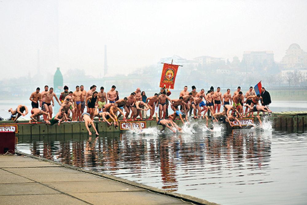 Plivanje za Časni krst, foto: Zorana Jevtić