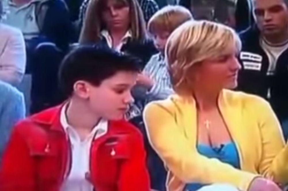 (VIDEO) 4 GODINE POSLE: Evo šta se desilo sa dečakom koji je virio Sanji u dekolte!