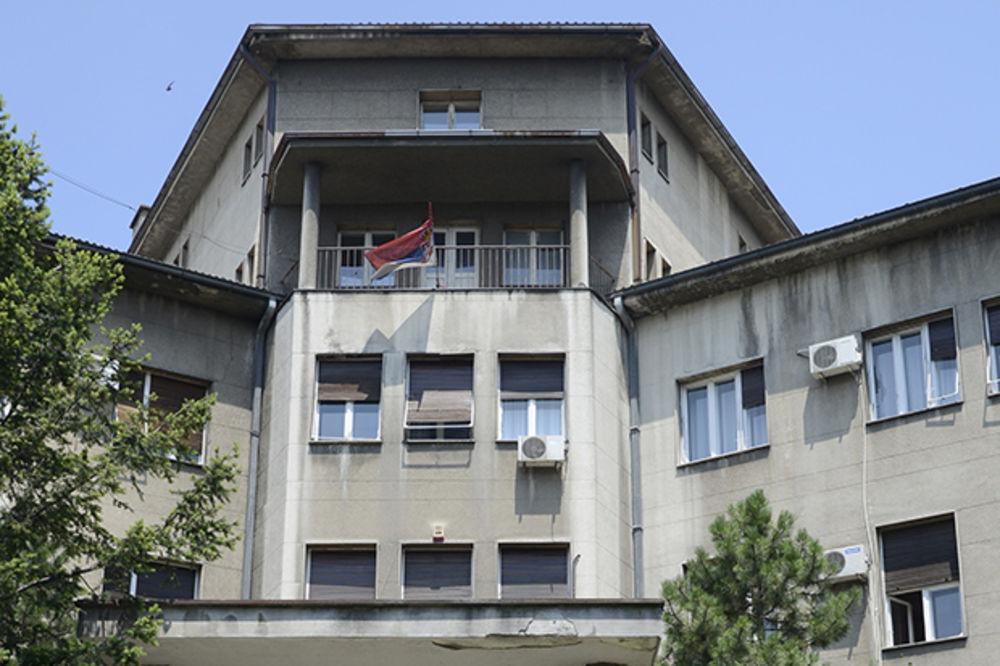 EVAKUISAN MEDICINSKI: Izlilo se 3 litra hlorovodonične kiseline, 50 studenata van zgrade