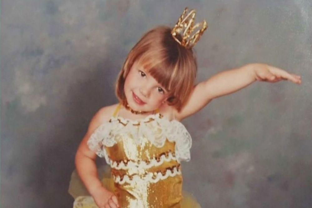 (FOTO) NEKADA I SAD:  Evo kako su izgledale zvezde dok nisu znale da će postati slavne!