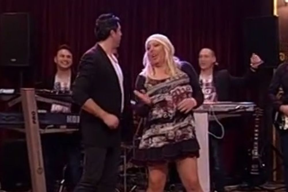 (VIDEO) CRNA ZORICE, ŠTA SI TO OBUKLA: Pevačica pevala polugola u emisiji