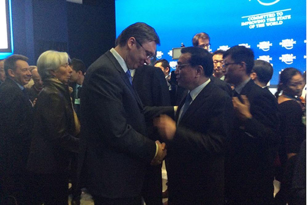 VUČIĆ SA PREMIJEROM KINE KEĆIJANGOM: Beogradski dogovor oživeo u Davosu!