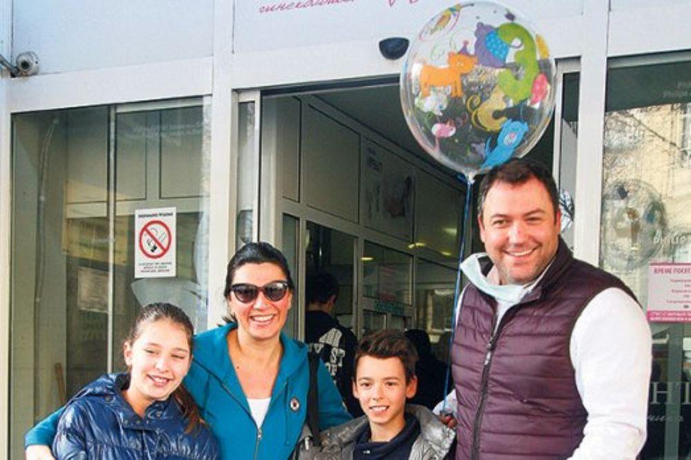 Jug Radivojević iz kafane došao po ženu i sina!