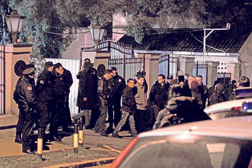 """OPSADA LIBIJSKE AMBASADE U BEOGRADU: 50 studenata upalo u ambasadu zbog """"krađe para""""!"""