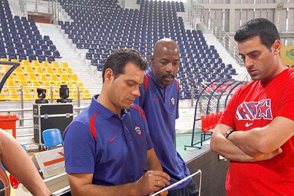 (VIDEO) OD KOGA LI JE NAUČIO? Trener CSKA Itudis sočno psuje na srpskom!