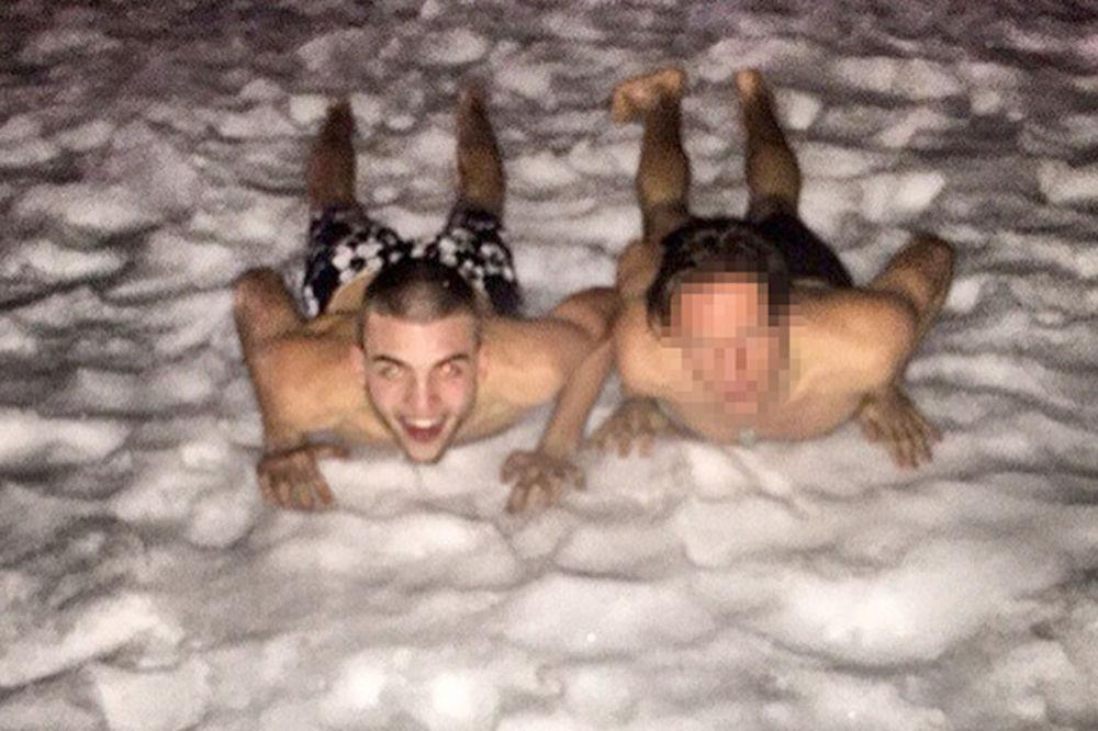 ZIMA NIJE LAV: Veljko Ražnatović u boksericama na snegu!