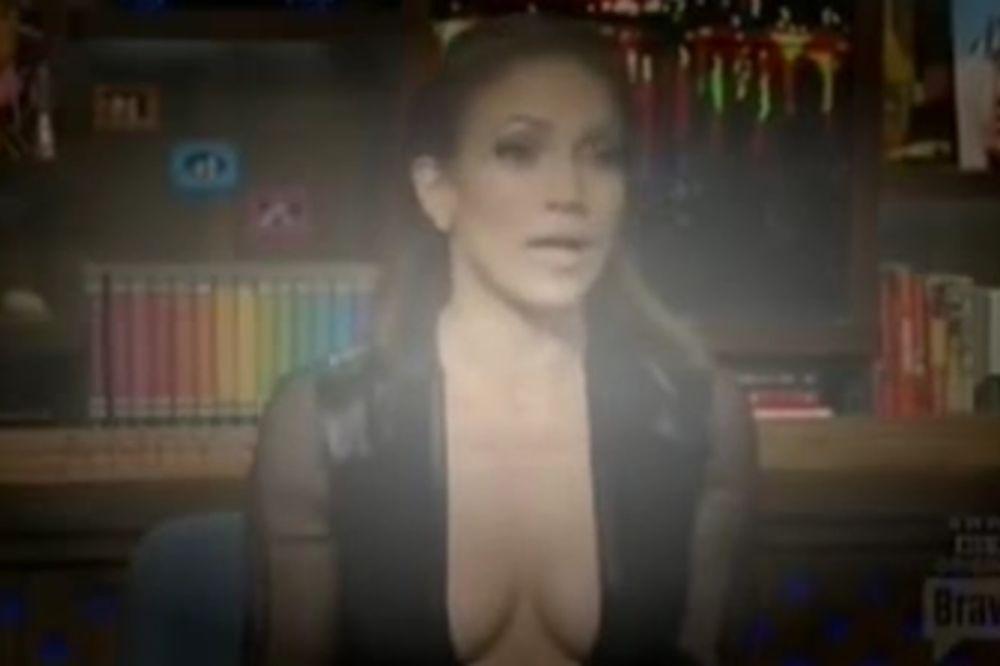SVI SU BULJILI U NJENE GRUDI: Dženifer Lopez pokazala dekolte do pupka!