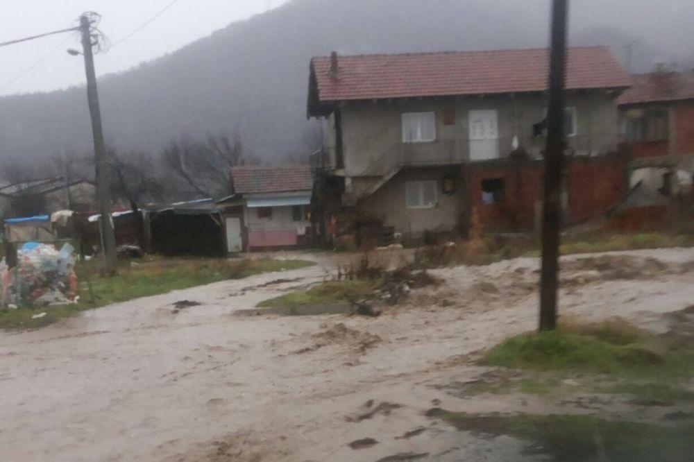 (VIDEO) PRIRODA SE OKOMILA NA JUG SRBIJE: Pogledajte kako poplave ruše sve pred sobom