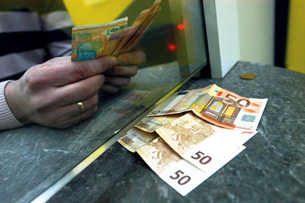 DINAR OSLABIO: Evro danas 120,8 dinara