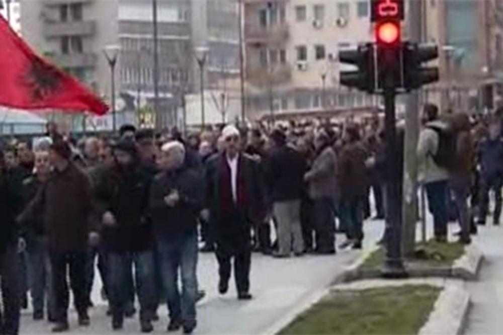 PROTESTI ZBOG TREPČE: Albanci napali srpske novinare