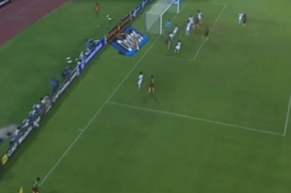 (VIDEO) MAJSTORIJA IZ KORNERA: Pogledajte gol fudbalera Kameruna
