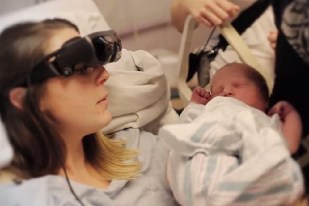 TEHNOLOGIJA KOJA MENJA ŽIVOT: Slepa majka prvi put ugledala svoju bebu!