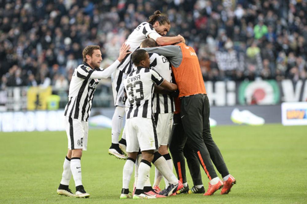 SEKSI EMANUELA POGODILA: Juventus nadigrao Kjevo, Sicilijanci oteli pobedu Mihinoj Sampdoriji