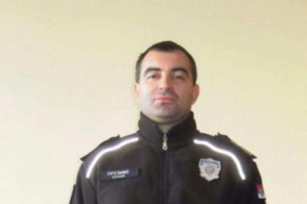 (FOTO) POSLE 8 GODINA: Pogledajte kako izgledaju nove uniforme srpske policije