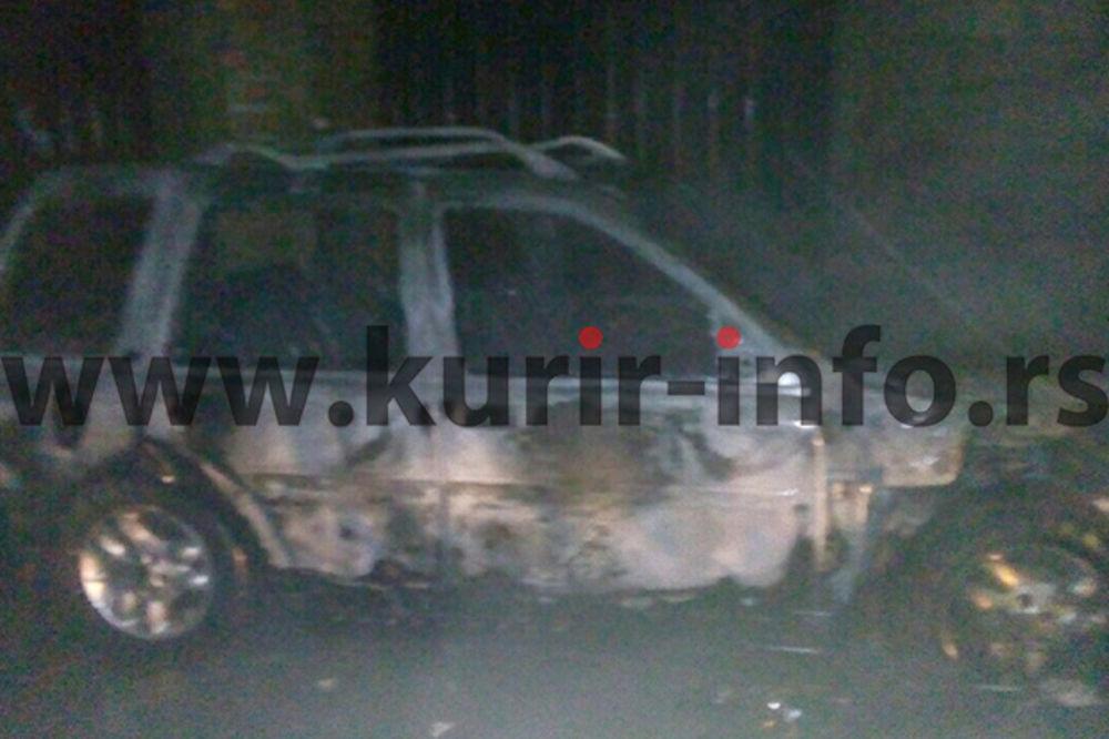 VATRA NIOTKUD: Zapaljen džip predsednika OO SNS Sremski Karlovci