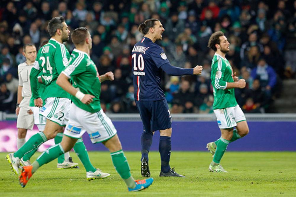 (VIDEO) Ibrahimović tokom utakmice pitao defanzivca Sent Etjena: Izvini, a ko si ti?