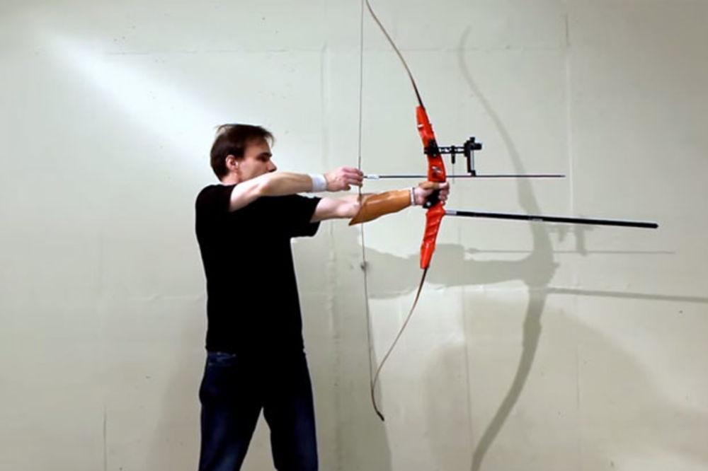 (VIDEO) NAJBRŽI STRELAC SVETA: Andersen iz okreta prepolovio strelu koja je letela ka njemu!
