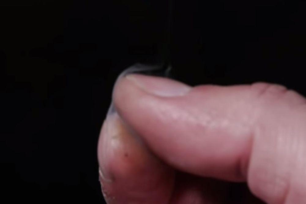 (VIDEO) SJAJAN TRIK DA ZABAVITE DECU: Evo kako da vam se prsti puše!