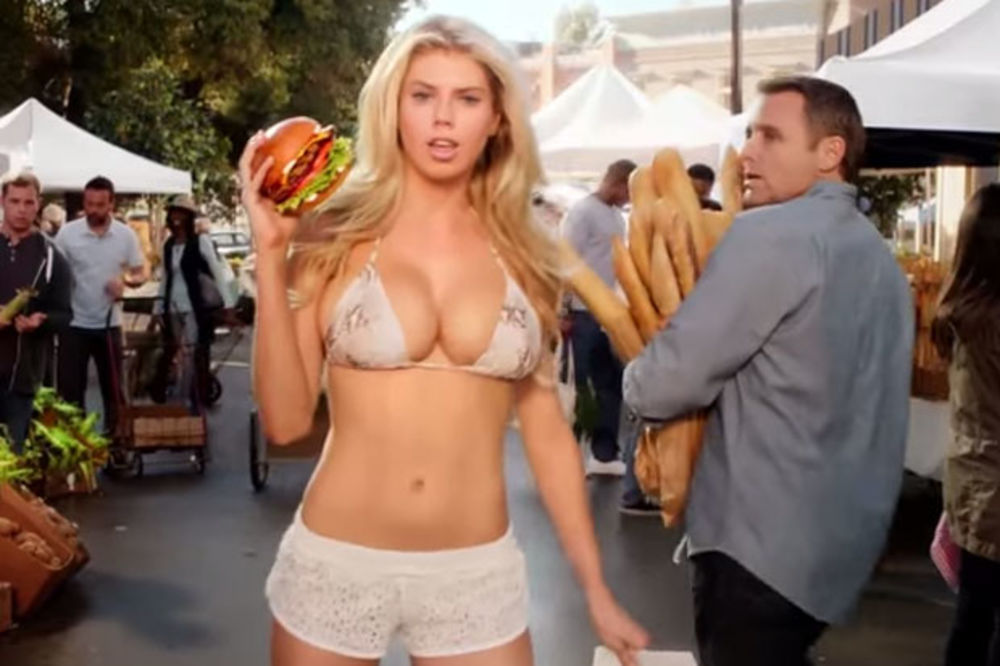 (VIDEO) ONA ĆE ZASENITI SUPERBOUL: Seksi Amerikanka u reklami za hamburger