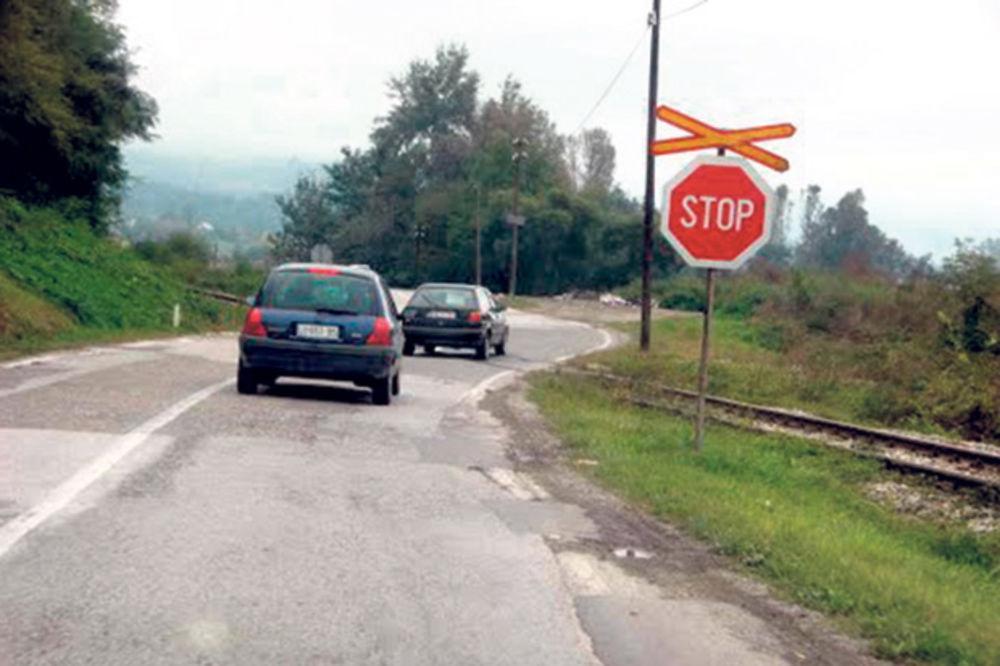 UDES KOD MALOG ZVORNIKA: Voz razneo auto, dečak (12) u komi