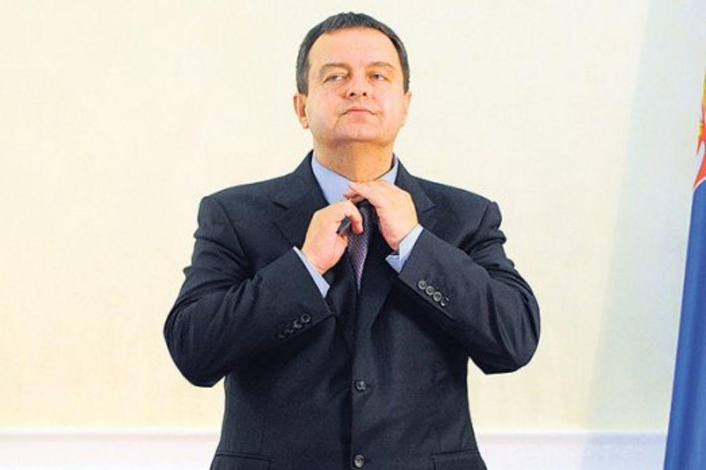 ĆUTE NA UVREDE: Nikolić rekao Dačiću da je pevac, niko iz SPS neće da ga brani