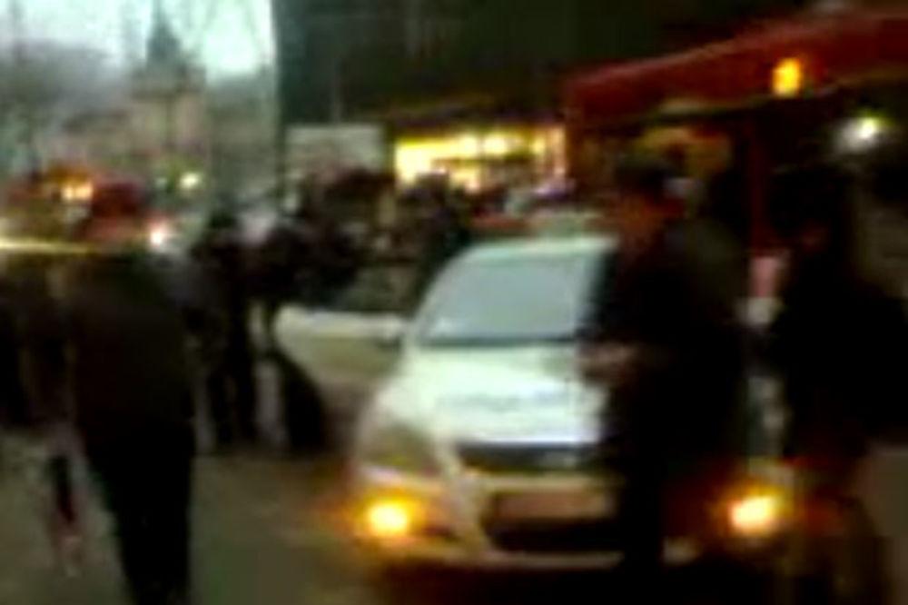 (VIDEO) JUTROS KOD BEOGRAĐANKE: Komunalci ponovo privode žene, a građani snimaju
