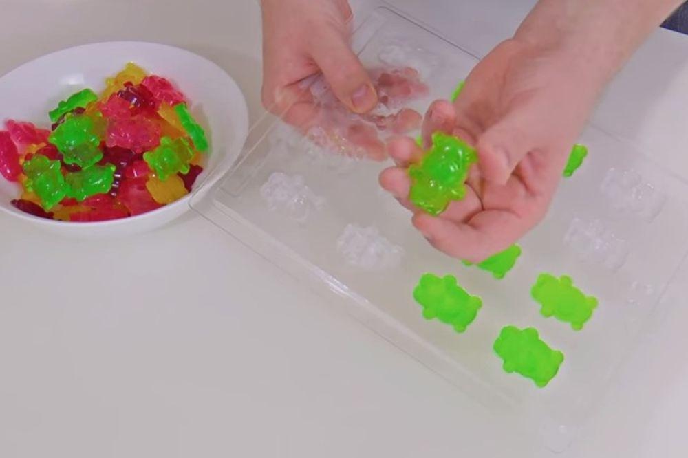 BRZO I JEDNOSTAVNO: Napravite gumene bombone za samo 10 minuta!