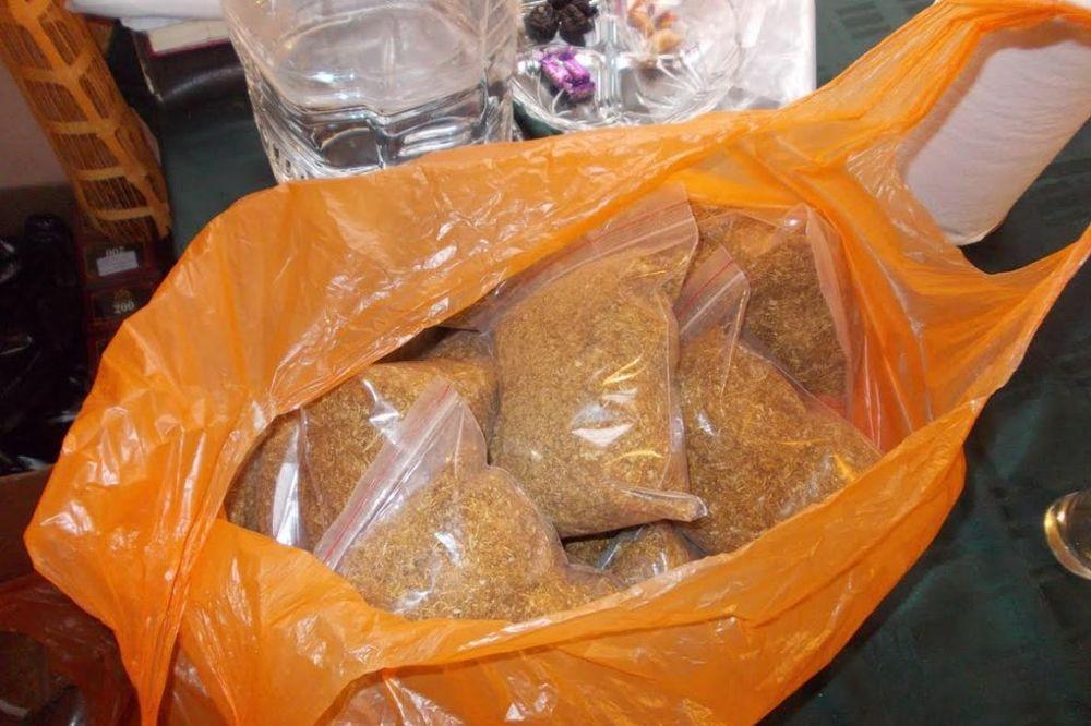 AKCIJA POLICIJE U NS: Udve kuće skirvali 50 kilograma rezanog duvana