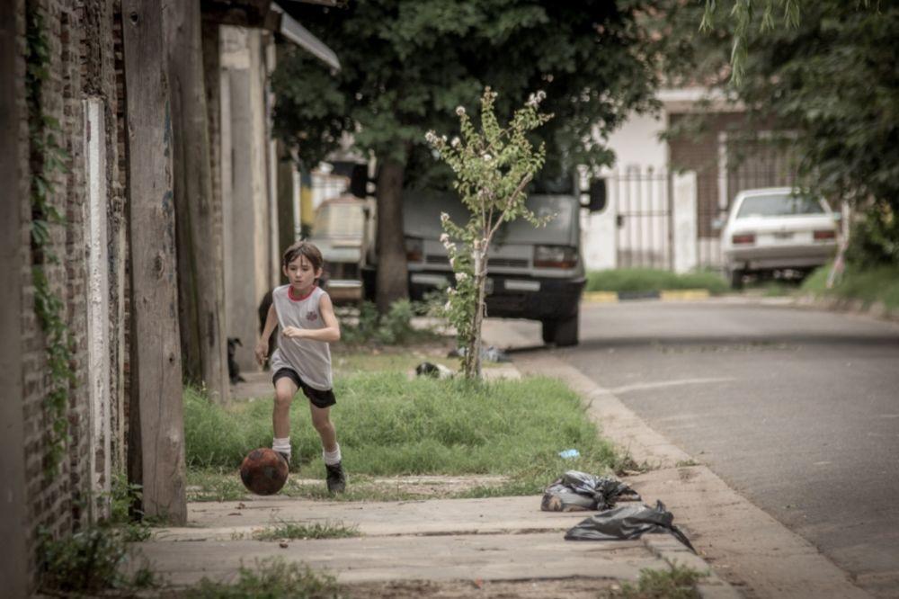 (VIDEO) FILMSKA PRIČA: Kako je dečak iz Rosarija pokorio fudbalski svet