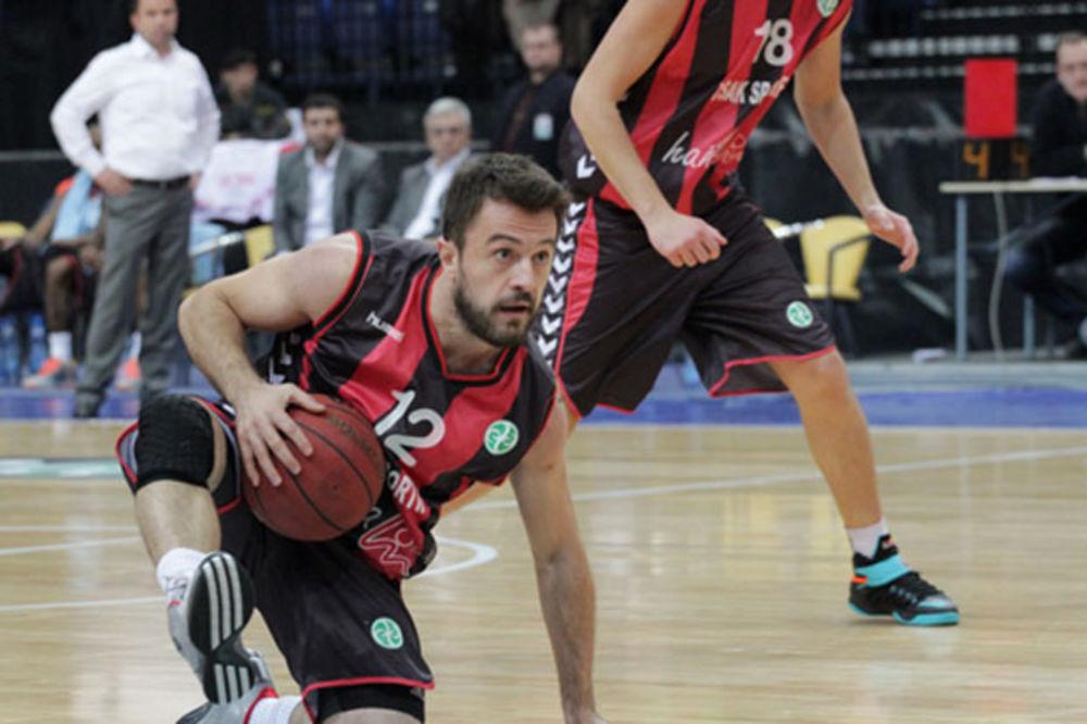 (VIDEO) TURCI ZA GINISA: Košarkaši Ušaka nisu postigli nijedan poen u 3. četvrtini!