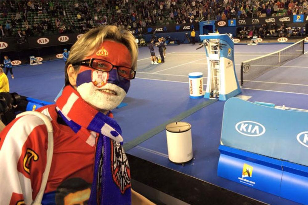 (FOTO) NOVAKOVA TALIJA: Srpska učiteljica najveći Đokovićev fan u Melburnu
