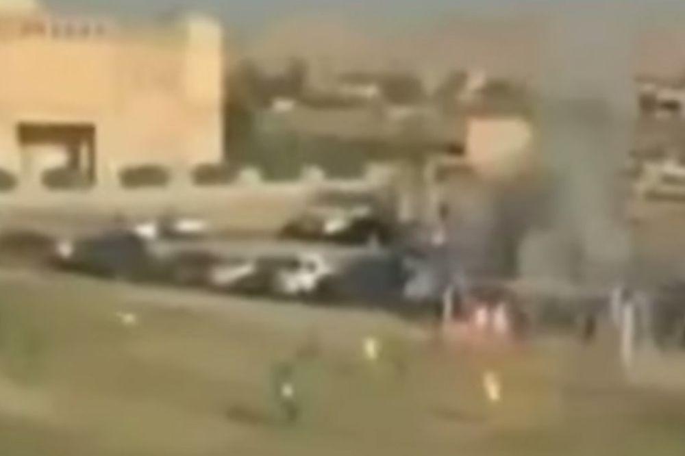 (VIDEO) GRANATA PREKINULA MEČ: Pogledajte šta se desilo kada se iza gola začula eksplozija
