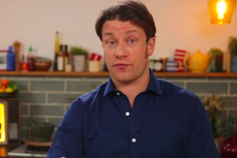 (VIDEO) Evo kako da za minut iscedite limun do kraja!