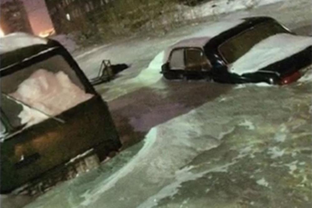 (VIDEO I FOTO) KAO U ZAMRZIVAČU: Ovo se desi kad usred zime u Sibiru pukne vodovodna cev