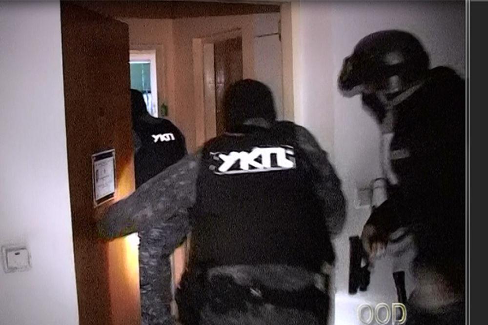 (VIDEO, FOTO) UDAR NA NARKO-DILERE: Ovako je policija jutros hapsila u Lazarevcu!