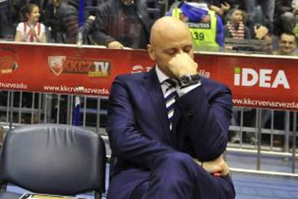 (VIDEO, FOTO) NIJE MOGAO DA SAKRIJE SUZE: Delije rasplakale Obradovića na njegov 46. rođendan